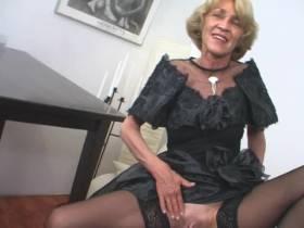 Elegante Dame - reif, willig, sexhungrig!
