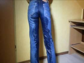 Levis Jeans eingepinkelt