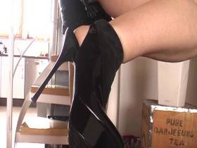 Cum on my High Heels POV