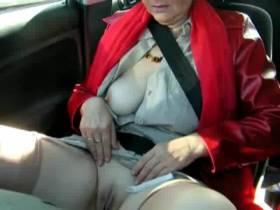 meine frau heimlich im auto gefilmt , so ein geiles stück .