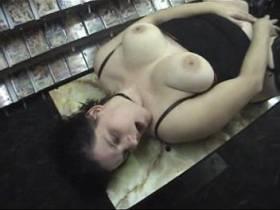 Dildofick im Sex-Shop