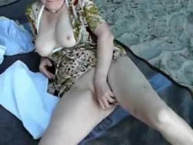 ehefrau outdoor ganz offen mit dildo ficken
