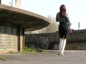 Streetwalk mit Overkneestiefel -Outdoor!