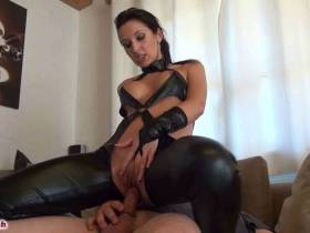 Creampie-Bitch in Wetlook abgefickt