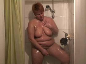 Dildo in der Dusche...