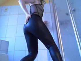 Wet -Leggings-Arsch