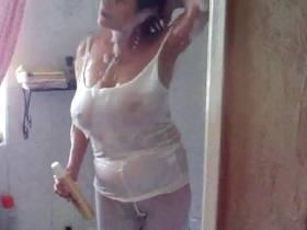 erst in die weiße leggins gepisst ..