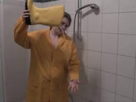 in GUMMI duschen