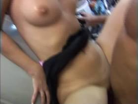 Sex auf der Motorhaube