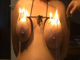 Temptation : Nadeln mit Kerzen in der Brust 2/2