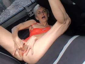 Komm Fick mich am Rücksitz wie ne Schlampe!