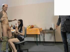 Im Job Interview vom Chef und die kollegen Gangbanget-1