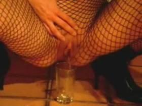 Userwunsch: Ich pinkel in ein Glas
