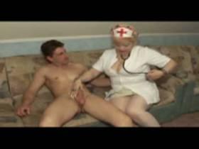 Heute bin ich eine geile Piss Krankenschwester.!!!!!!