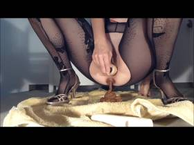 Selbstbefridigung-Kacken im Catsuit vor Ekstase pisse und scheiße ich