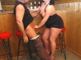 Geiler Blowjob an der Bar !!!!!!!! (Facial) In die Fresse gewichst !!!