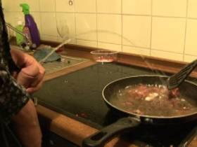 Kochen mit Pisse und Sperma