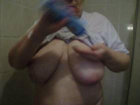 Teufelsweib unter der Dusche