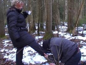 Sklave im Wald fertig gemacht