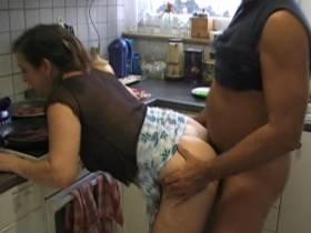 Spontaner Küchenfick beim kochen