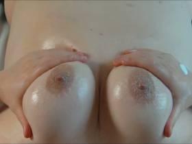 Brüste eincremen