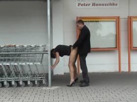 Beim Samstag-Einkauf gefickt!!