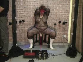 Bestrafung mit der Fickmaschine