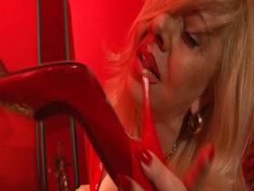 Mistress Masha - Maul-und Smoking Fetisch