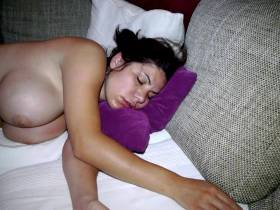 Voyeur Cam! Frisch gefickte Bitch heimlich beim Schlafen gefilmt!