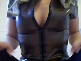 Scharf in Latex und Wetlook