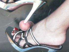 Cock Trampling in sexy Pantoletten
