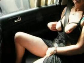 meine geile ehehure geil im auto unterwegs