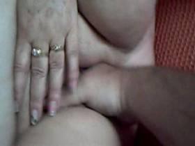 große Hand in heißer Schnecke